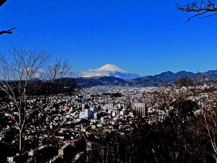 浅間山からの富士山と高松山(富士山から右の最初の峰)