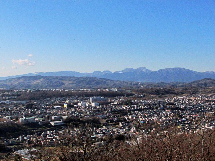 権現山展望台からの箱根連山(中央が二子山、駒ヶ岳、神山、緩やかな明神が岳)